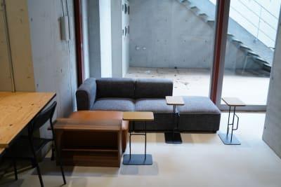 ソファー席 - いいオフィス下北沢 イベントスペースの室内の写真