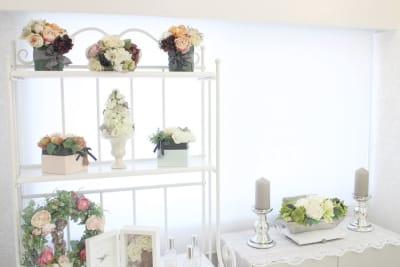 室内は、明るく可愛いお花の飾り。 - ソレイユ新宿 貸し会議室の室内の写真