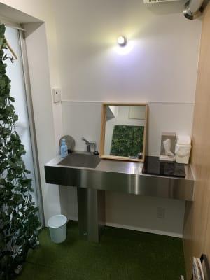 洗面所、この2畳くらいのスペースでお着換えが出来ます。 - レンタルジム パーソナルに最適 レンタルジムスペース 広尾恵比寿の室内の写真