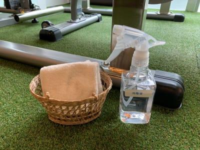 除菌スプレー、タオル完備 清潔に清掃を行っております。 - レンタルジム パーソナルに最適 レンタルジムスペース 広尾恵比寿の室内の写真