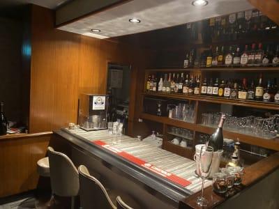 カウンター - ZeyoQ新宿歌舞伎町店 カフェバー、ゲームボードスペースの室内の写真