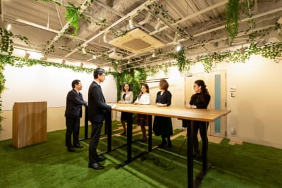 【森の会議室】 森の会議室の室内の写真