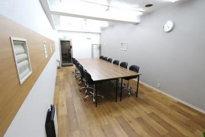 【L⇔R赤羽】L・ROOM 多目的スペースの室内の写真