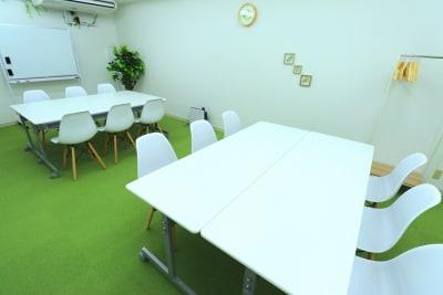 ワークStyle - 【L⇔R赤羽】R・ROOM 多目的スペースの室内の写真