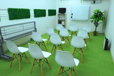 講演Style - 【L⇔R赤羽】R・ROOM 多目的スペースの室内の写真