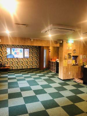 広さ20㎡。鏡大きさ2000×3660cm。ダンス練習やヨガのスタジオとしても♪  - Emon's chouchou イベントスペース、ダンススタジオの室内の写真