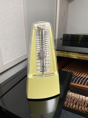 メトロノームはご自由にお使いいただけます。 - パウゼ音楽教室 レンタル練習室(ピアノ)の設備の写真
