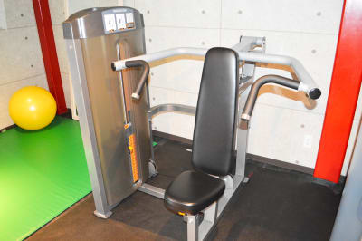 ショルダープレス - ARUKAビル SinwaTrainingGymの設備の写真