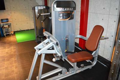 レッグプレス - ARUKAビル SinwaTrainingGymの設備の写真