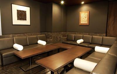 会議室でのご利用イメージ - パセラリゾーツ六本木 コワーキングスペース個室 1名様の室内の写真