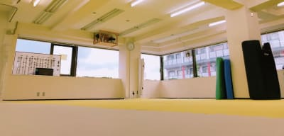 初台・幡ヶ谷のレンタルスペース スタンド式サンドバッグ付スタジオの室内の写真