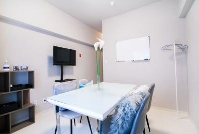 コペンハーゲン会議室の室内の写真