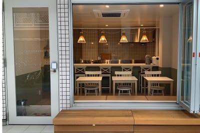 全体写真。路地に面していて窓を開けて利用することができる開放的なスペースです。 - ATELIER295 キッチン付き多目的スペースの室内の写真