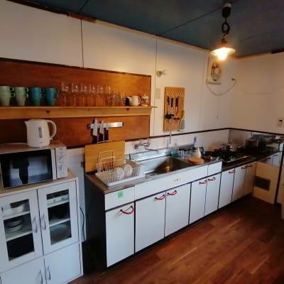 キッチンには電子レンジ、ケトル、トースターがございます。 - アブラサカスペース 【アブラサカスペース】の室内の写真
