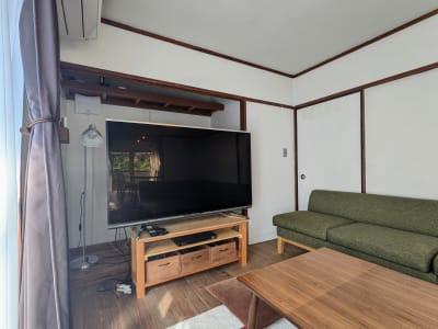 ■60型の大型テレビ ■ブルーレイプレイヤー ■テレビゲーム  - アブラサカスペース 【アブラサカスペース】の室内の写真