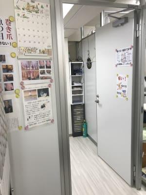 入り口のドア 施錠可能です。 - 南浦和駅東口徒歩5分レンタサロンの室内の写真