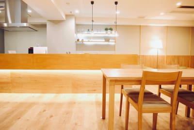 広々キッチンカウンター - FINEDAY浜松町 レンタルスペースの室内の写真