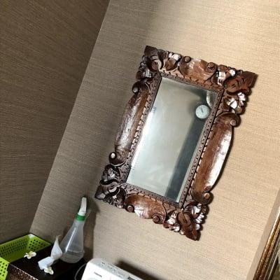 個室の鏡 - バリ風サロン・アルバローザ シェアサロン、スペースの設備の写真