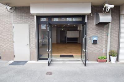 スペースはマンションの1階です。換気ができます。 - コスモコート レンタルスペースの室内の写真