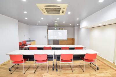 セミナー、公演、勉強会に - コスモコート レンタルスペースの室内の写真