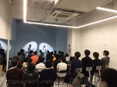 講演会もOK! - StreetDancePark C studioの室内の写真