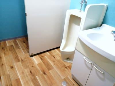 トイレ完備 ※男女兼用となります。 - ラクスタ 安くて気軽に使えるフォトスタジオの室内の写真