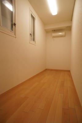 部屋ドア側より - 防音サロン Bright レッスンルームの室内の写真