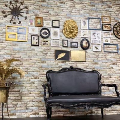 人気のギャラリーウォール。ブラックとゴールドのゴージャスアンティーク。 - スタジオ羅寂RAJAQの室内の写真