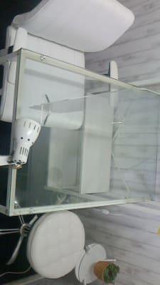 ガラス机で、こちらもオシャレで解放感があります - 新宿44ビル内44サロングループ 44ネイルステーション1H500の室内の写真