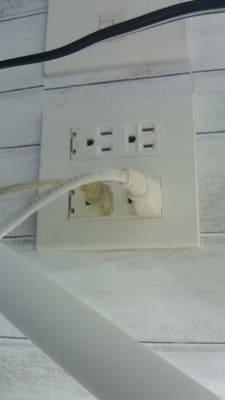 電源コンセント充実 お客様のスマホも充電しながらゆっくり施術を! - 新宿44ビル内44サロングループ 44ネイルステーション1H500の室内の写真