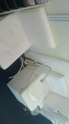 お客様が重なってしまった場合は、待合ソファーがあるので安心! - 新宿44ビル内44サロングループ 44ネイルステーション1H500の設備の写真
