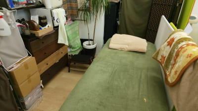 電動昇降ベッド - Drネイル/スリムフットラボ サロンスペースの室内の写真
