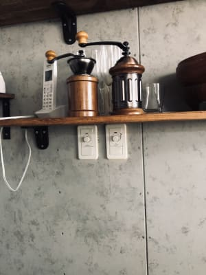 照明スイッチ。カウンターを入り、壁付け棚の下にございます。調光できます! - 下北沢レンタルスペース レンタルスペースの室内の写真