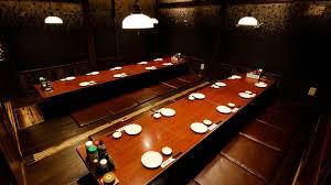 8名~70名まで着席可能です。 ※お皿などの備品は撤去致します。 - 山陰海鮮炉端かば品川店 掘りごたつ式お座敷席の室内の写真
