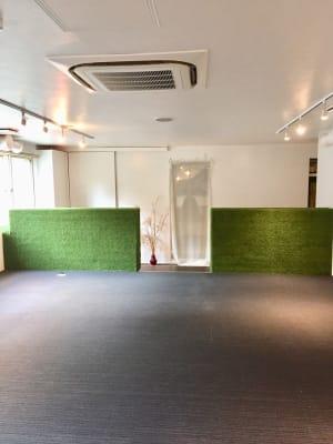 小上がりレンタルスペース 広さゆったり55㎡!冷暖房完備の室内の写真