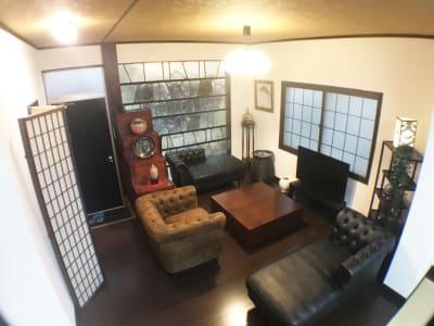 1Fのリビングルーム(2) - pink building レンタルスペースの室内の写真