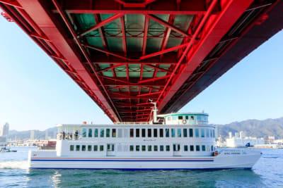 40分間の運航でミナト町神戸を色々な角度から撮影できます。 - 神戸ベイクルーズ 船の貸切スタジオの室内の写真