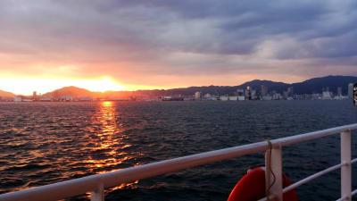 夕焼けが海に煌めく時刻の撮影は良好です。 また、夜間の撮影も可能です。  - 神戸ベイクルーズ 船の貸切スタジオのその他の写真