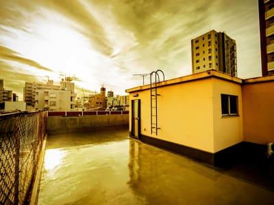 【屋上】 天候次第では最高のシチュエーションスタジオに - 撮影スタジオ【とらんばねーろ】 撮影スペースの室内の写真