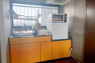 冷蔵庫・電子レンジ完備です。 - お気軽スペース ロイヤルシティ ロイヤルシティ中州の室内の写真