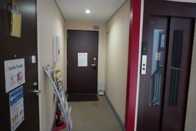 スタジオフュージョン レッスンスタジオの入口の写真