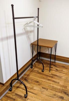 ハンガーラック、ミニテーブル  - 貸しスペース ろくさん 貸しスペースろくさんの室内の写真