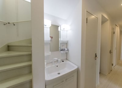 洗面台(ドライヤー) - 下高井戸Ⅲ 101号室の設備の写真