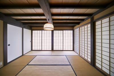 和室8畳 - 甘糟屋敷 庭園付き日本建築の室内の写真