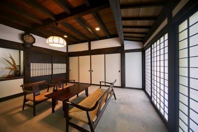 応接間 - 甘糟屋敷 庭園付き日本建築の室内の写真