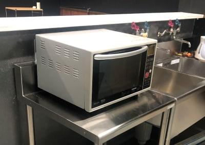 電子レンジは自由にご利用頂けます。 - 【OKG森ノ宮ルーム】 キッチン付多目的スペースの設備の写真