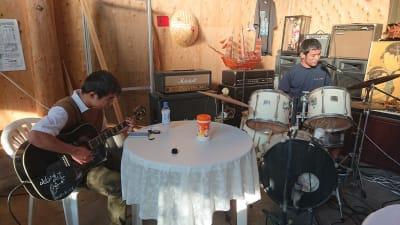 バンド練習にも利用可ドラム・ギター・ベース・ピアノ・DJ機器映像音響機器 - ライラックカフェ 多目的屋内・野外テラススペースの室内の写真