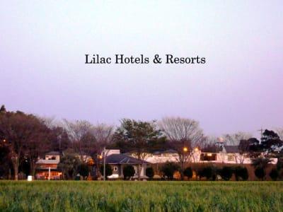 敷地面積2万平米の広大な敷地にホテルと併設したカフェでのスペース利用になります。 - ライラックカフェ 多目的屋内・野外テラススペースの外観の写真