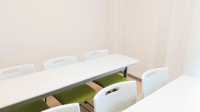レイアウト例(教室スタイル) - SF京都四条烏丸サテライトの室内の写真