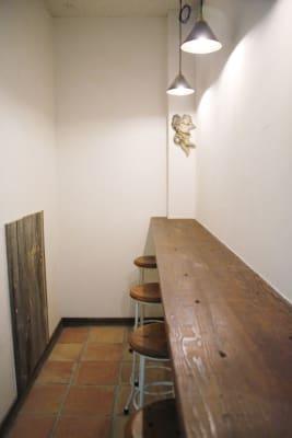カウンター:ご飲食はカウンターまたはフロアーをご利用下さい。 - PSQ studio 1名〜少人数用の防音スタジオの室内の写真